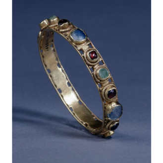 Gold bracelet set with emeralds, garnets, amethysts and glass. 3rd century, France: Nord-Pas-de-Calais, Arras/Beaurains, 7.90 centimetres gold, emerald, garnet, amethyst, glass
